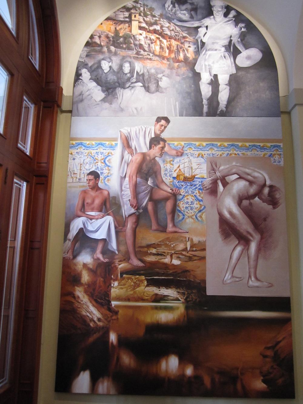 Este mural presenta una novelesca combinación de fetichismos y fábulas oníricas en referencia al Santuario de la Balma, las grutas de las Cuevas de San José de Vall d´Uixó y a la ermita de San Sebastián de Vinaròs.