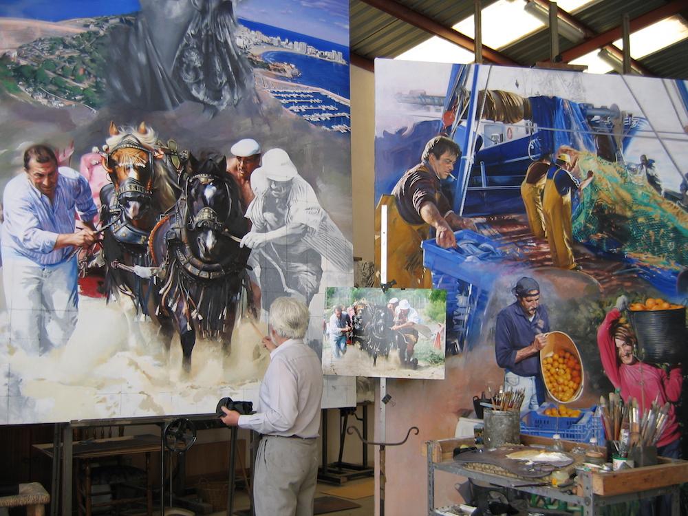 El mural segundo de la pared izquierda presenta un cuerpo rectangular con una escena de tiro y arrastre. Aparecen retratos de ilustres castellonenses relacionados con la música, y también un perfil barroco del hastial de la iglesia de Alcalà de Xivert.
