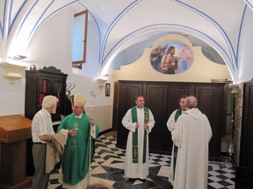 El cuadro oval de la Degollación de San Juan Bautista es inaugurado y bendecido para decorar la sacristía.