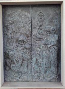 Diseño y bajorelieve puerta panteón TRAVER CALZADA